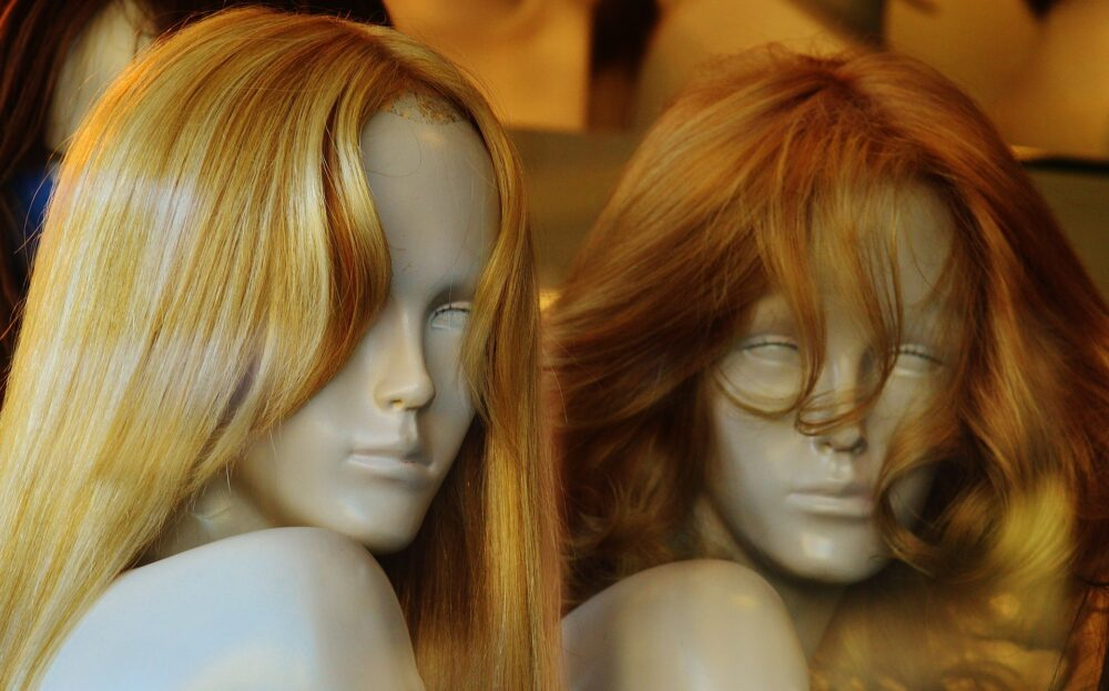 What is a glueless full lace wig?